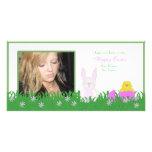 Conejito de pascua y tarjeta felices de la foto de tarjetas personales con fotos