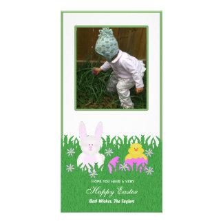 Conejito de pascua y tarjeta felices de la foto de tarjeta fotografica personalizada