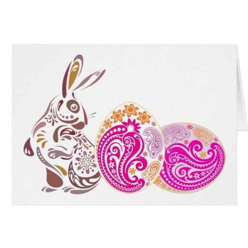 Conejito del chocolate con los huevos rosados de tarjeta de felicitación