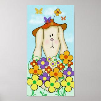 Conejito del dibujo animado con las flores póster