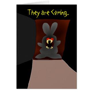 Conejito del vampiro en la puerta tarjeta