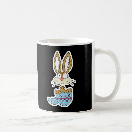 conejito divertido en el huevo de Pascua Taza De Café