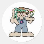 Conejito en camisetas y regalos del capo etiqueta redonda