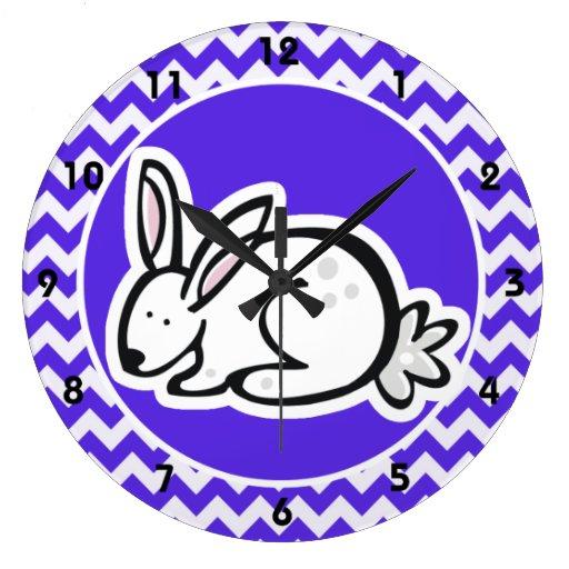 Conejito en Chevron violeta azul Reloj Redondo Grande