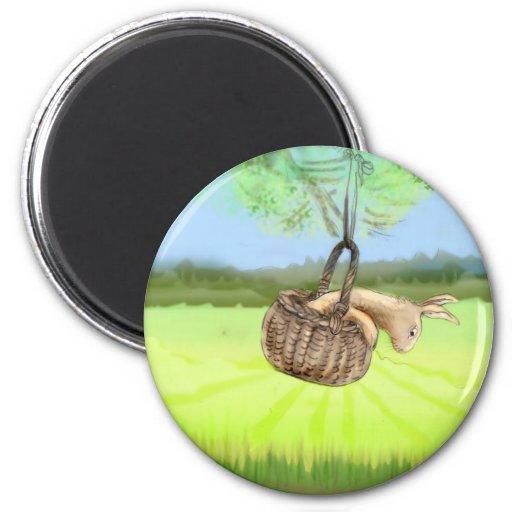 conejito en el balanceo de la cesta iman de nevera