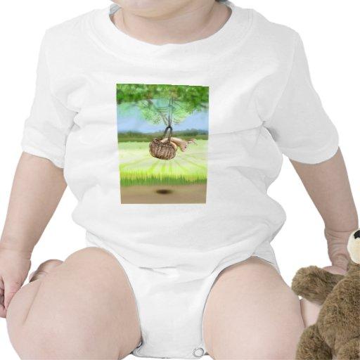 conejito en el balanceo de la cesta trajes de bebé