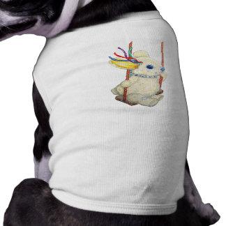 Conejito en el top del calentador del perrito del ropa perro