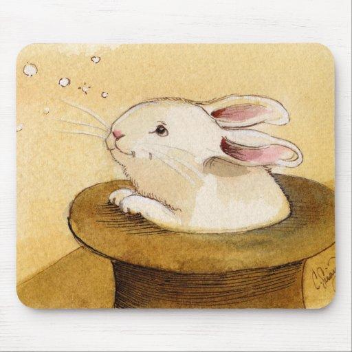 Conejito en gorra mágico tapetes de ratón