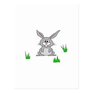 Conejito en la hierba postal