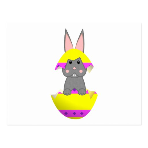 Conejito gris en un huevo amarillo tarjeta postal