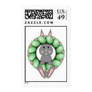 Conejito gris y guirnalda colorida de Pascua Envio