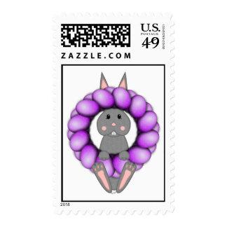 Conejito gris y guirnalda púrpura de Pascua Sellos