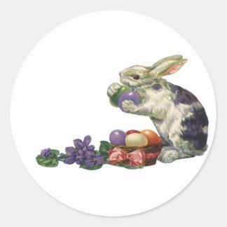 Conejito, huevos y flores de pascua del Victorian Etiquetas Redondas