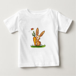 Conejito lindo con la zanahoria de Gerda Camisas