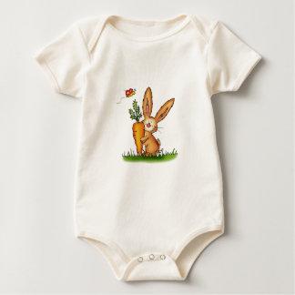 Conejito lindo con la zanahoria de Gerda Mameluco De Bebé