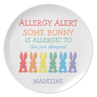 Conejito lindo de la alarma de la alergia plato