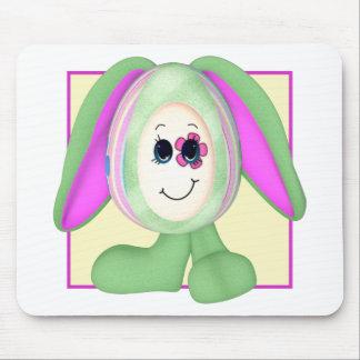 Conejito lindo del huevo de Pascua Mouse Pads
