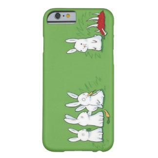 Conejito lindo divertido que come la carne funda de iPhone 6 barely there