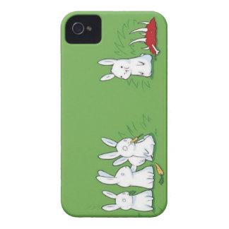 Conejito lindo divertido que come la carne iPhone 4 carcasa