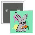 conejito lindo gris con el botón de la zanahoria pins