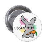 Conejito lindo gris del vegano con el botón de la  pin