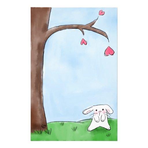 Conejito lindo por el árbol papeleria personalizada