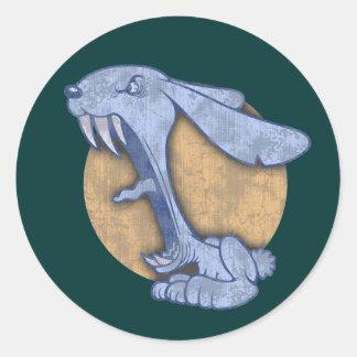 Conejito malvado azul pegatina redonda