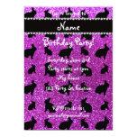 Conejito púrpura de neón conocido personalizado invitación