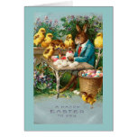 Conejito que pinta los huevos de Pascua Tarjetas