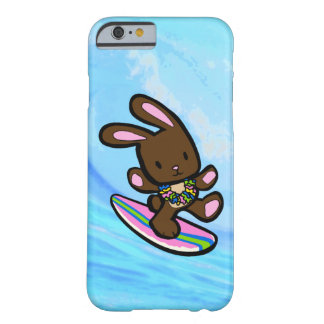 Conejito que practica surf hawaiano del chocolate funda de iPhone 6 barely there
