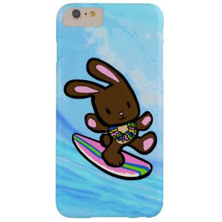 Conejito que practica surf hawaiano del chocolate funda de iPhone 6 plus barely there