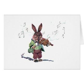 Conejito que toca el violín tarjeta de felicitación