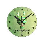 Conejito rayado lindo reloj