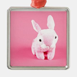 Conejito rosado lindo adorno navideño cuadrado de metal
