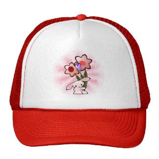 Conejito rosado lindo con las flores gorra