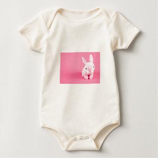 Conejito rosado lindo mamelucos de bebé