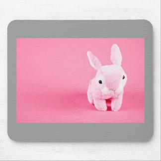 Conejito rosado lindo mouse pads
