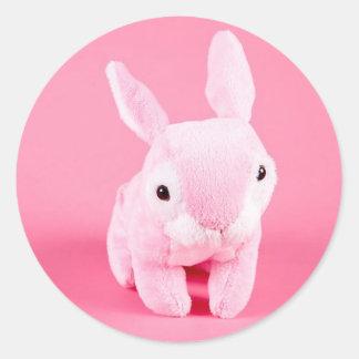 Conejito rosado lindo etiqueta redonda