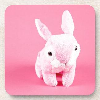 Conejito rosado lindo posavasos