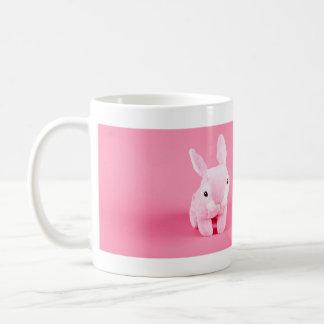 Conejito rosado lindo taza de café
