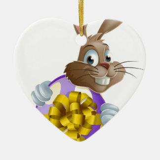 Conejito y huevo de pascua adorno de cerámica en forma de corazón