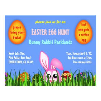 Conejito y huevos lindos de pascua en aviadores de tarjetas publicitarias