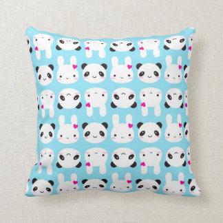 Conejito y panda lindos estupendos de Kawaii Cojín