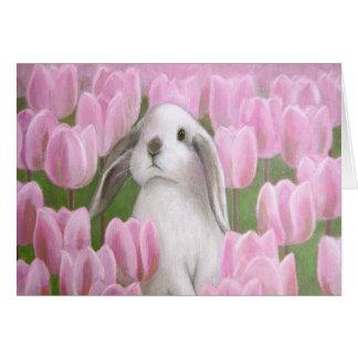 Conejito y tulipanes tarjeta de felicitación