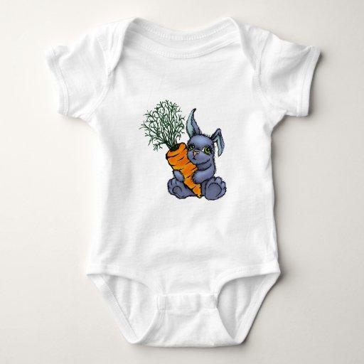 Conejito y zanahoria azules playera