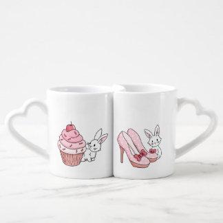 Conejitos con la materia rosada set de tazas de café