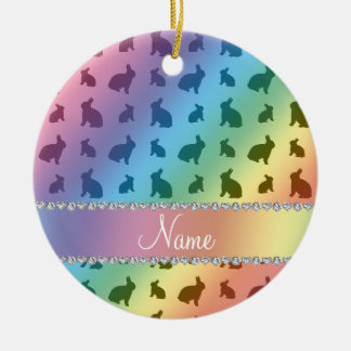 Conejitos conocidos personalizados del arco iris adorno navideño redondo de cerámica