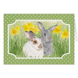 Conejitos de la primavera en flores tarjeta pequeña