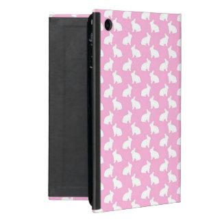 Conejitos de pascua blancos en rosa iPad mini cárcasa