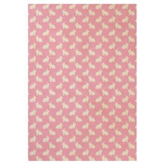 Conejitos de pascua blancos en rosa póster de madera